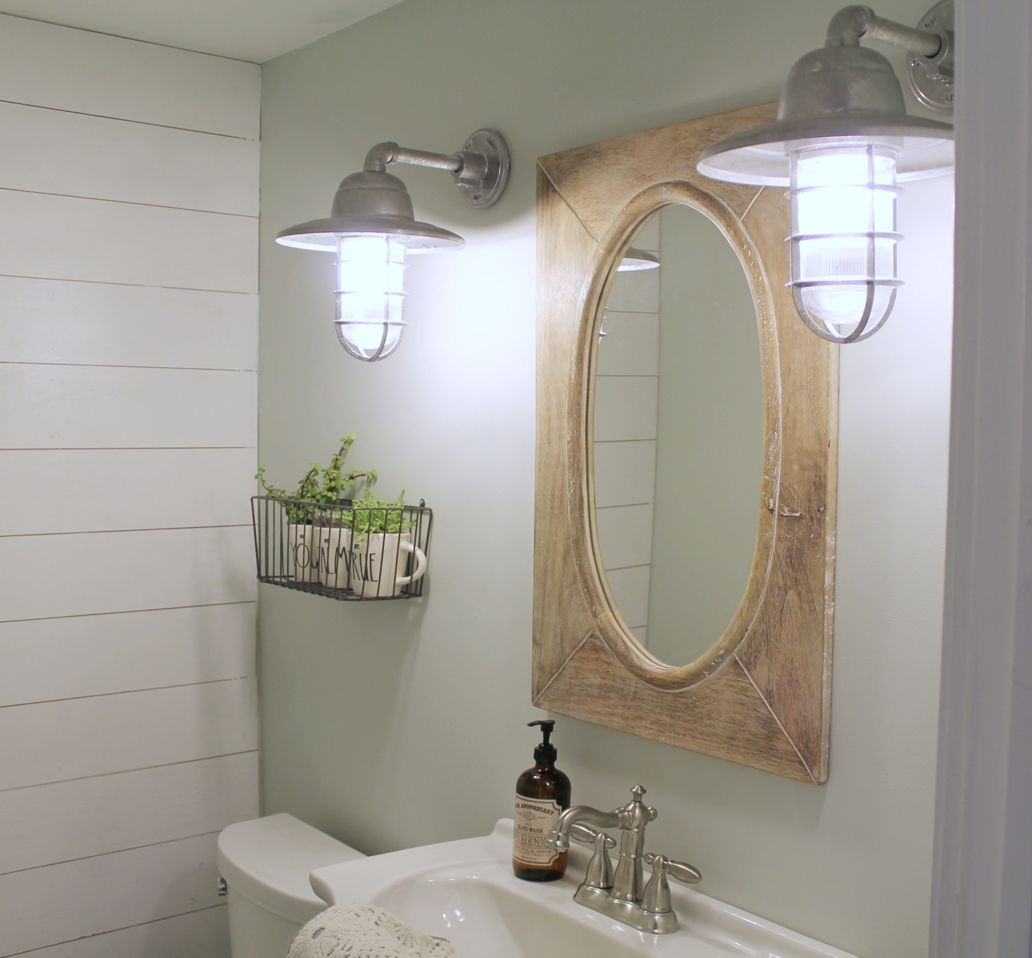Industrial Farmhouse Bathroom Makeover