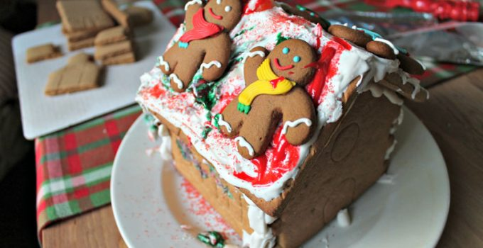 10 Tips to Make Decorating Gingerbread Houses with Kids Easier