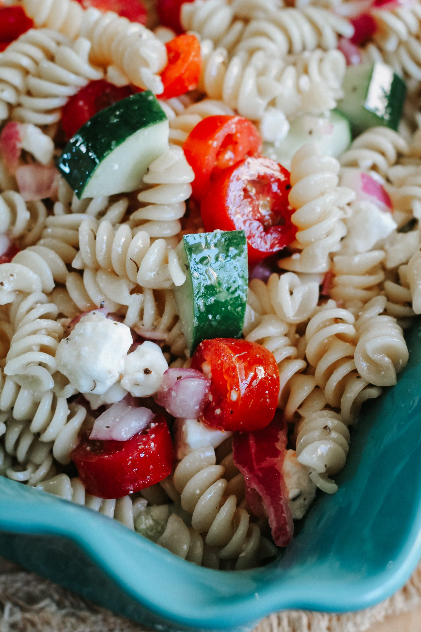 Easy Garlic Basil Pasta Salad
